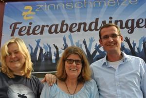 """Martina bei der Eröffnung des Projektes """"Feierabendsingen"""" mit Geschäftsführung Dorothée Puschmann und einem Vorstandsmitglied der Zinnschmelze"""